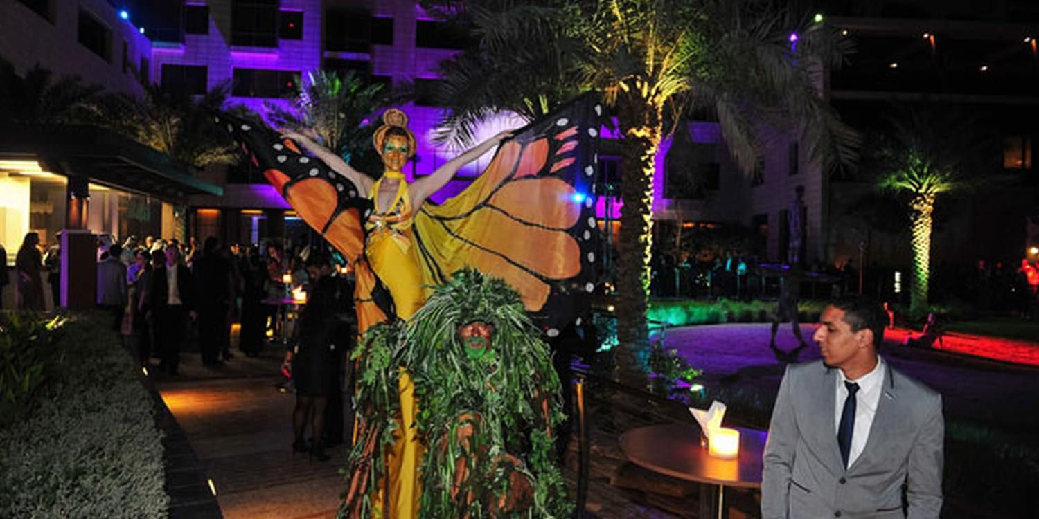 Hotel Opens On A High With Scarlett Stilt Act