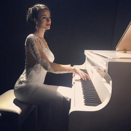 Sandra Stefanova - Female Vocalist