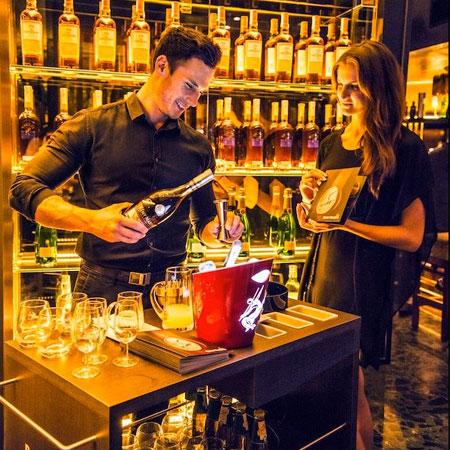 Vanadis Models - waiters/ bartenders