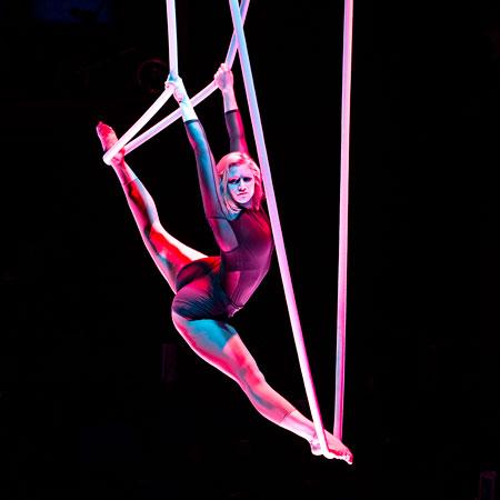 Marie Oldenbourg - Aerial Rope Artist
