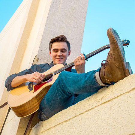 Ollie Chapman - Solo Guitarist