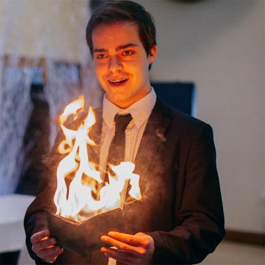 Magician José Cambra