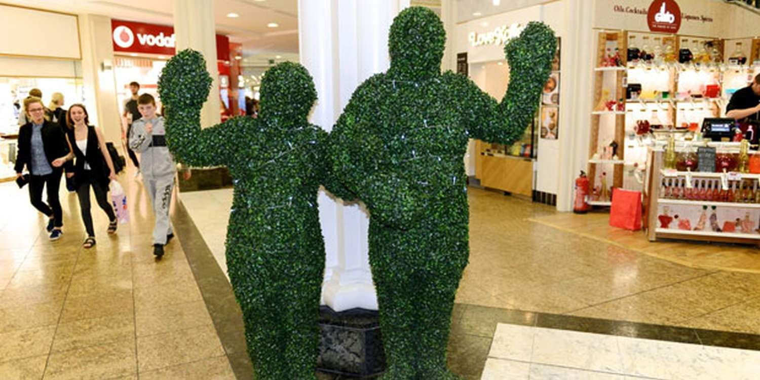 Walkabout Hedge People Keep Shopping Mall Event In The Green