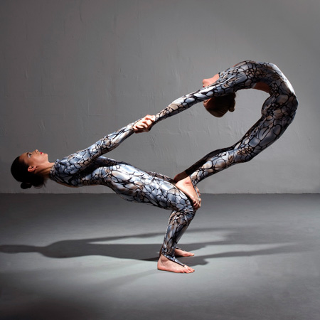 Tumbellina: Contortion Duo