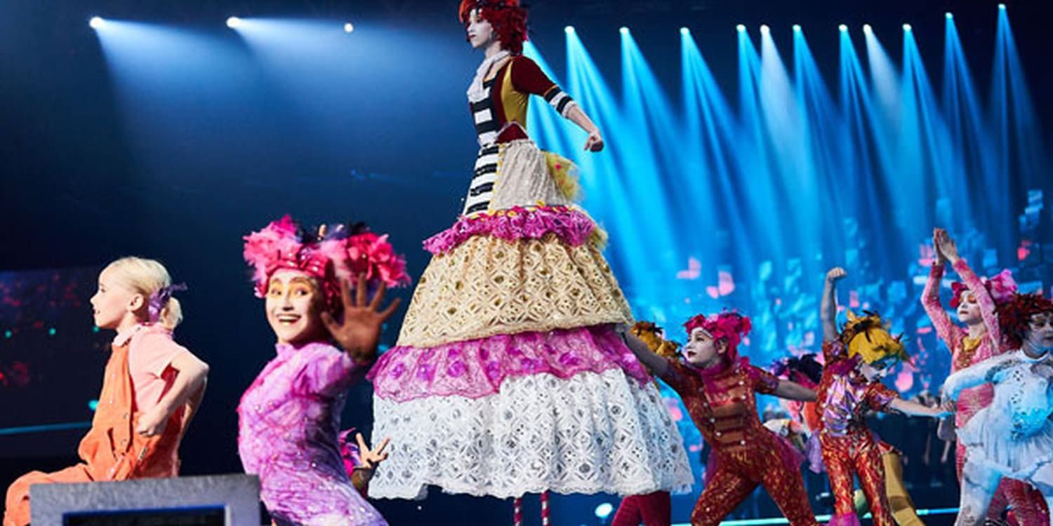 Le PeTiT CiRqUe Receives Standing Ovation At Nobel Peace Prize Awards