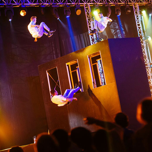 Dunking Devils- Double-sided Trampoline Wall Show