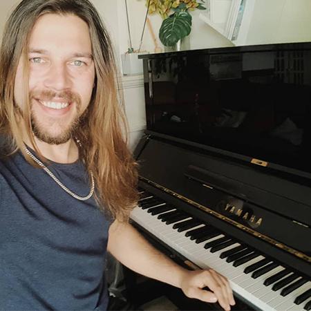 The Lorke - Pianist