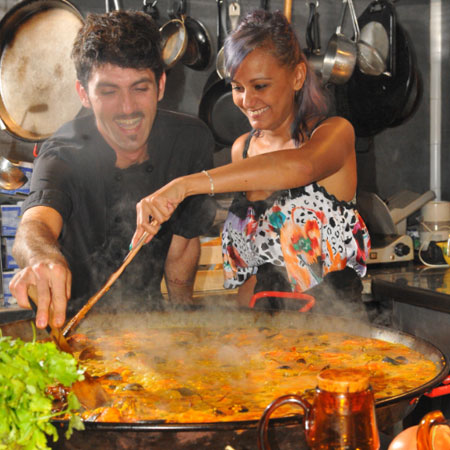 Travel bounds - Paella Cooking Experience