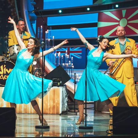 The Twin Swing - 1950s Swing Dancers