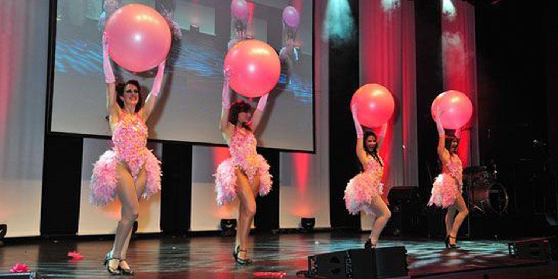 Showgirls Strut Their Stuff In Dusseldorf!