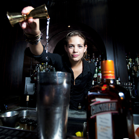 Tess Posthumus - Celebrity Bartender