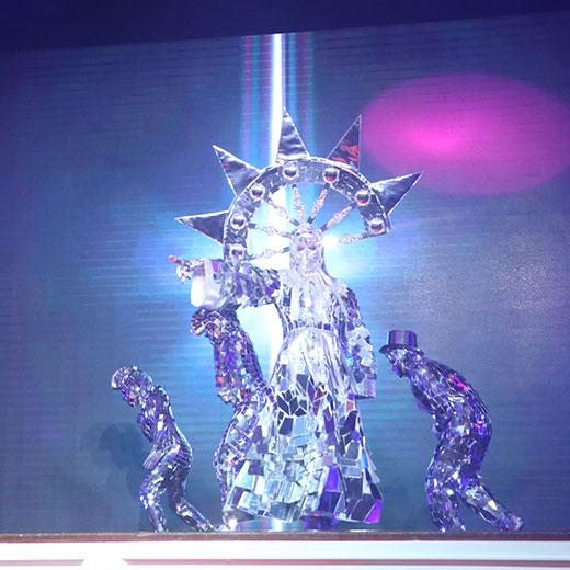 Hyperactive Entertainment Performance - Mirror Queen