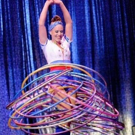 Lianna Ashton - Hula Hoop & Juggling