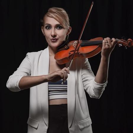 Mayra Guirigay Violinist